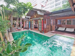 Baan Ruean Thai  6 Bed Thai Style Villa with Pool in Jomtien Pattaya