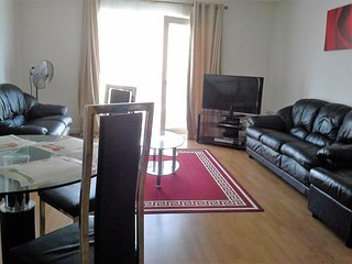 Spacious 2 Bedroom Apartment,sleeps 6