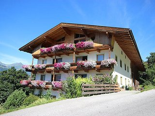 3 bedroom Apartment in Kaltenbach, Zillertal, Austria : ref 2295418