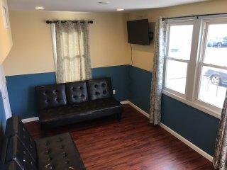 Newly Renovated 2 Bedroom Apt Unit 1