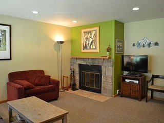 Convenient Condo in East Vail; market om site 4051 Bighorn Rd, Vail, CO 81657