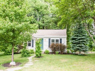 "Charming 2BR ""Land Ho"" Cottage – Steps to Restaurants, Shops"