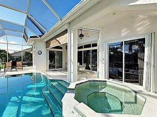 3BR w/ Private Pool, Kayak, Hot Tub, Lanai & Boat Dock on Canal