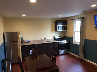 Newly Renovated 2 Bedroom Apt 2