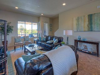 New Townhome - 5 Minute Walk to Old Town Scottsdale