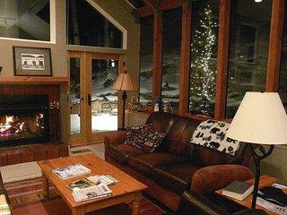 3BR/3BA Peaceful Mountain-View Duplex – Close to Cascade Lift