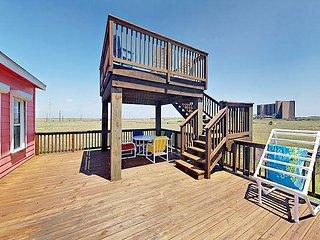 Split-Level Stunner, Lost Colony Villas,Water Views, Boardwalk/Pool, Sleeps10