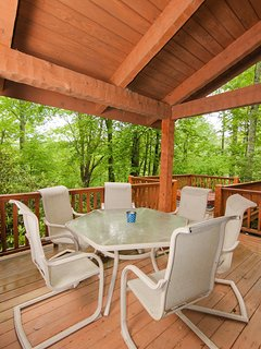 Enjoy breakfast on the deck at Hummingbird Hollow.