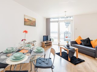 Cosy Riverside Apartment, Royal Docks