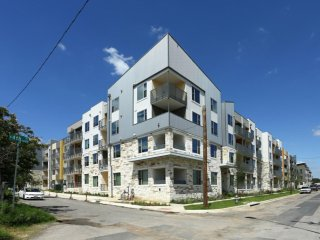 East Austin 2/2 Luxury Apartment! Steps to Downtown! 3ES2000