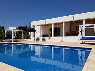 Villa Gertxo Ibiza: Fantastic location & value!