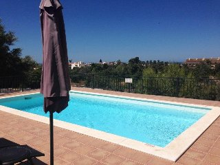 Casa Filarte, fantastic position, gated pool, seaviews, 1km to Carvoeiro beach