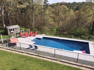 HEATED POOL, CENTRAL A/C AND PET FRIENDLY !