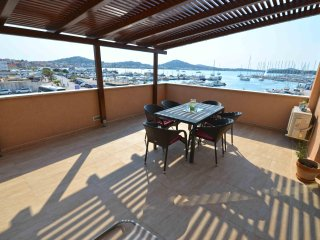 Apartment Enia - Three-Bedroom Apartment with Terrace and Sea View