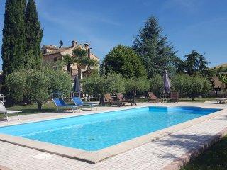 Casale Terra e Sole, vicino al mare, piscina privata, 8 camere per 18/22 persone
