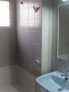 Detalle cuarto de baño azul