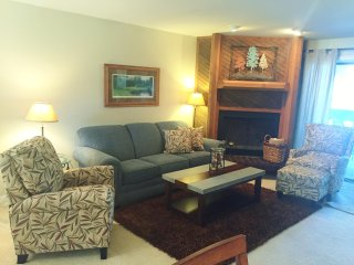 Knolls 113 - 2 bedroom condo with Lake view