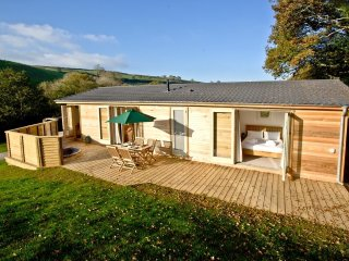 5 Hedgerow, Stonerush Lakes located in Lanreath, Cornwall