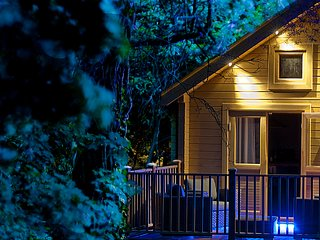 Luxury log cabin 5 mins to beach, wildlife views