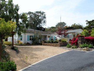 Cottonwood Casita.   A tastefully renovated 1940's cottage.