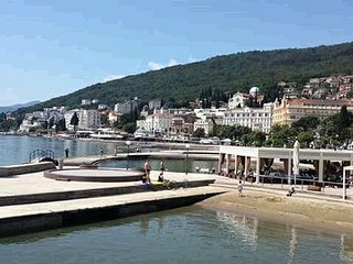Apartment Vesna in Opatija, cozy, clean, bright and sunny, free wifi, sea view,