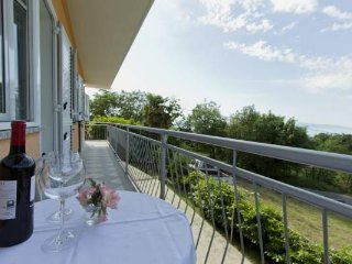 3DB, 4+1, self catering, bike friendly parking/garage, freWiFi, sea view, AC,BBQ