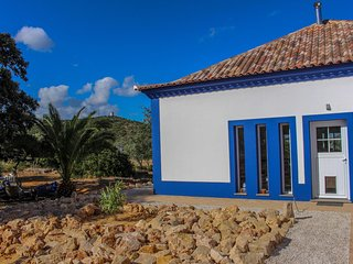 Casa da Nespera a vacation home in a green valley, 10 minutes from the beach.