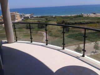 Vienda con preciosas vistas al mar y piscina. Altas calidades.