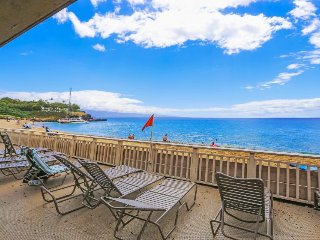 Romantic, waterfront studio for two w/ resort pool & ocean views!