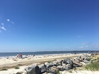 On Island Time-FLETC Rentals Welcome-Pet Friendly-2 Blocks from Beach