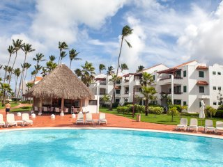 NICE AND CONFORTABLE TWO BEDROOMS APARTMENT RIGHT ON A CARIBBEAN PARADISE BEACH
