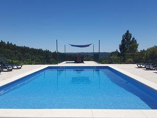 Villa Pedreiro, 3 bed villa with pool, sleeps 10