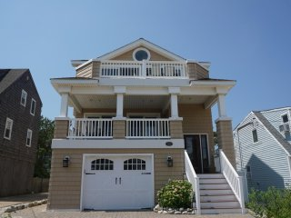 5bd house 3rd from the beach, spectacular views of ocean & bay