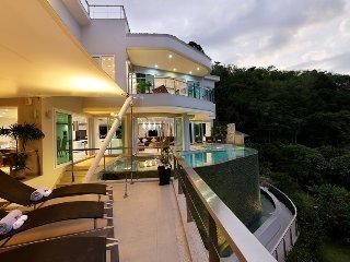 Villa Beyond - 7 BR Sea View, 5 mins Beach