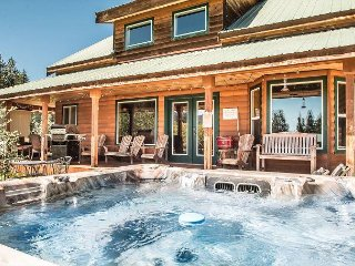 ALPINE ACRES, Private Hot Tub, WIFI, 30 mins to Leavenworth/Stevens Pass