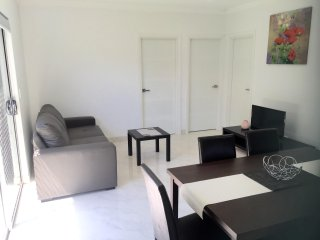 HYDRAE BUNGALOW SYDNEY -Modern, Budget Accommodation Sleeps 4 Close to Transport