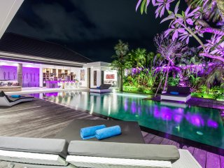 Modern and quiet villa 4 BR large pool and garden 5 minutes from SEMINYAK Center
