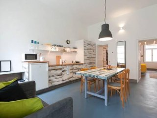 Superior stylish holiday apartment + fully-equipped, two bedroom, big kitchen
