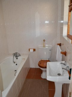 Ensuite bathroom of downstairs bedroom