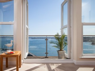 9 Marina Court - Spectacular Harbour Views from this Central Torquay Apartment!