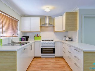 Light & Bright 1 bed unit in central Subiaco