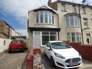 Bond Street Blackpool Holiday House - 2 bedrooms - Sleeps 4 plus cot