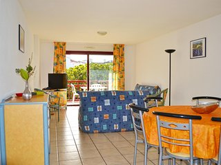 2-br Apartment 250m from the beach