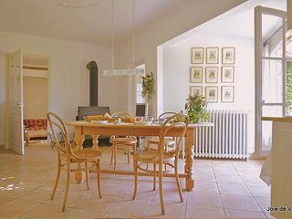 JdV Holidays Old Savonnerie 1, beautiful 2 bedroom apartment, walking to town