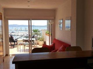 Apartamento con amplia terraza muy bien situado, magníficas vistas