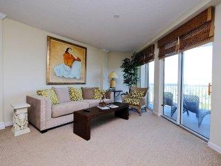 Paget 303, 3BD/3BTH Luxurious Condo, Ocean View