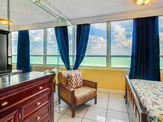 Beautiful ocean view w/ close beach access & pool from this ocean front condo