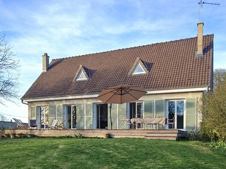 Beautiful Poissy family home with 5 bedrooms, large garden and own pond
