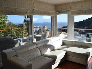 Villa impresionante con piscina y hermosas vistas sobre el mar Mediterráneo