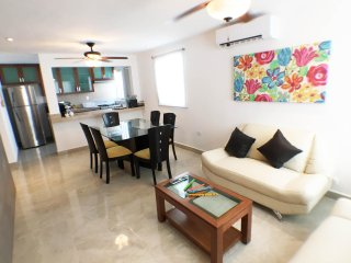 New Townhouse near Mercado 28 close to Paradise!